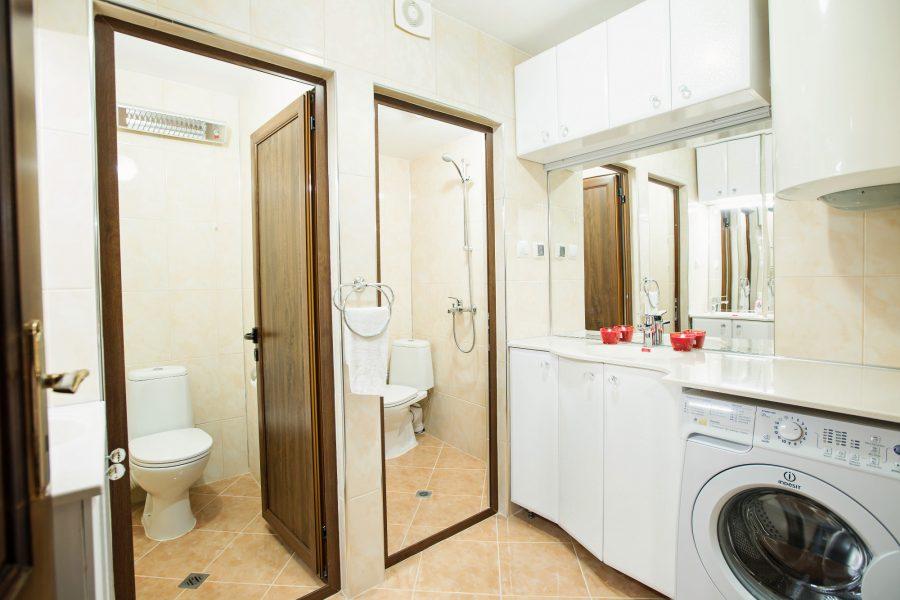 2 Бани с 2 тоалетни