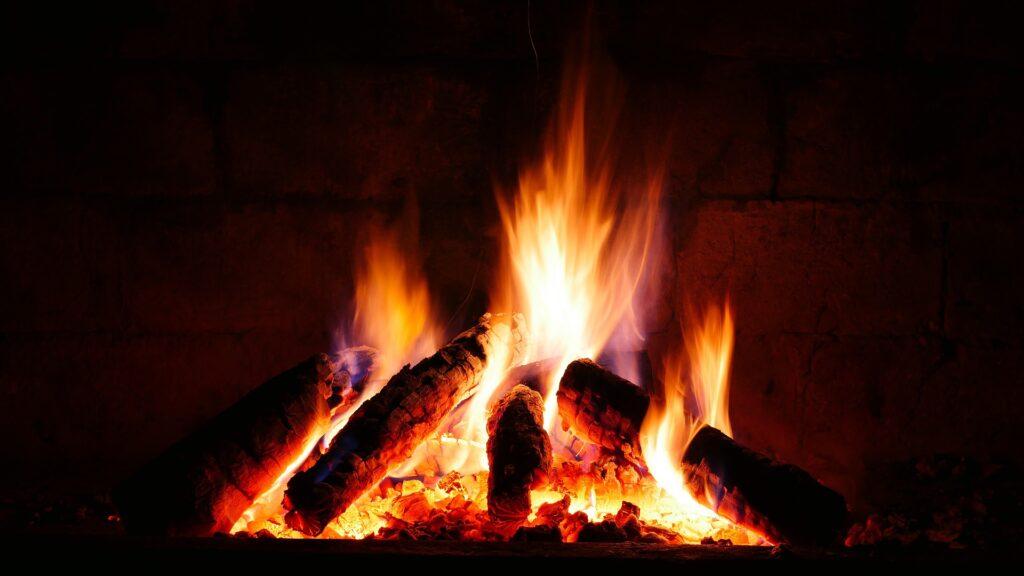 Коледа, огън, бъдник