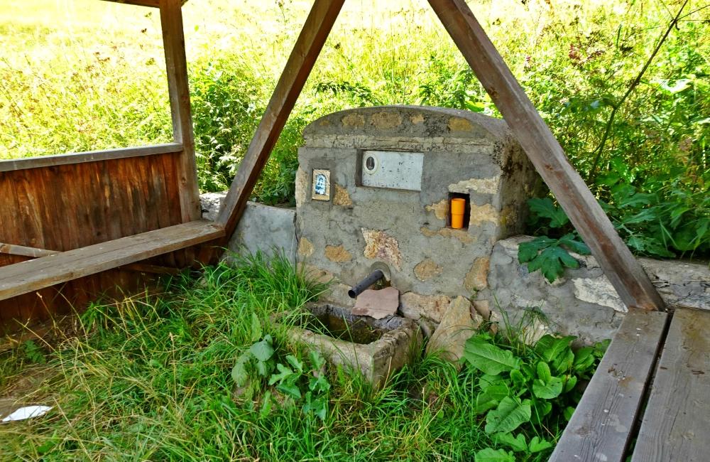 Къде се намира чудотворното аязмо в село Гела?